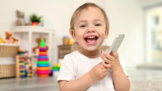 Czy dziecko powinno oglądać bajki? Powitajmy ekspertkę od dzieci w świecie technologii.